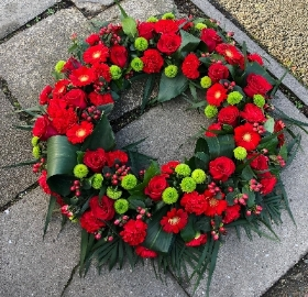 Classic Wreath   Red and Green *
